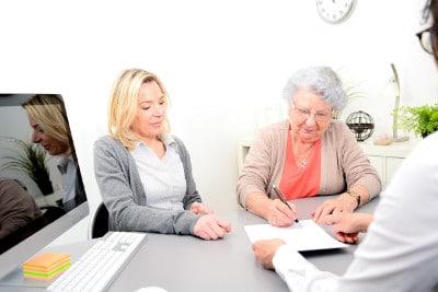 Anbieter einer Pflegekostenversicherung vergleichen und alle wichtigen Informationen erhalten.