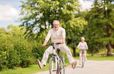Übersicht der Vorteile und Nachteile einer privaten Pflegeversicherung für Senioren